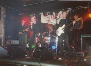 keo music band performing